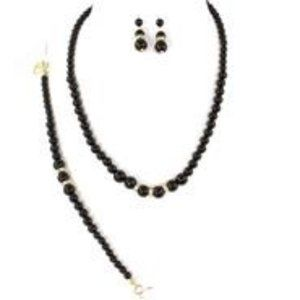 Jewelry - Black pearls set necklace bracelet and earrings